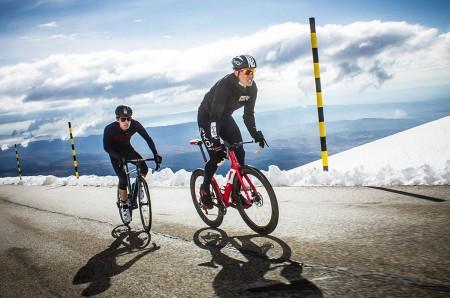 Cycliste Image l'équipement hivernal du cycliste - le vélo en hiver