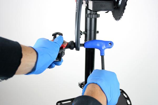 Démontage pédale automatique de vélo