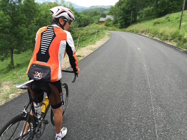 Equipement du cycliste en montagne par temps pluvieux