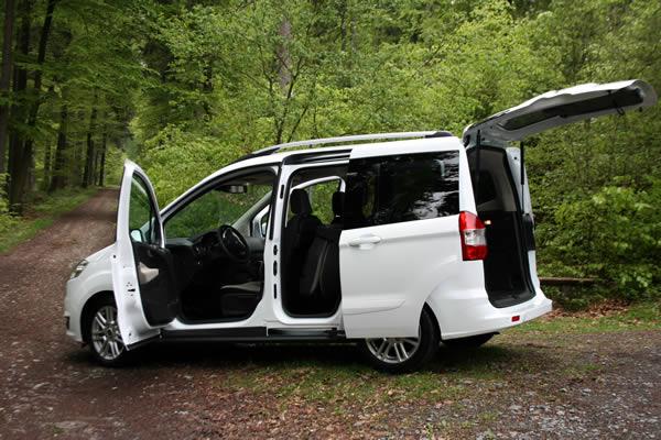 ford tourneo courier spacieux et confortable pour le. Black Bedroom Furniture Sets. Home Design Ideas
