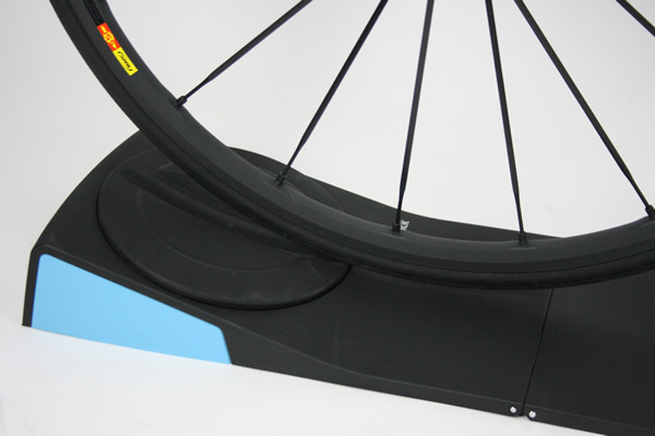 Montage Tacx Black Track pour home trainer