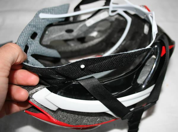 Changer les mousses de son casque de vélo